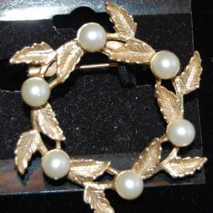 Gold & Pearl round Pendent